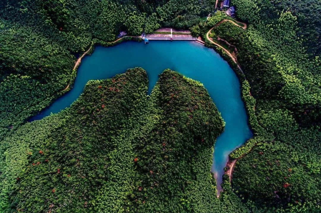 中国首个乡村小水源保护受益者付费模式青山村示范点启动